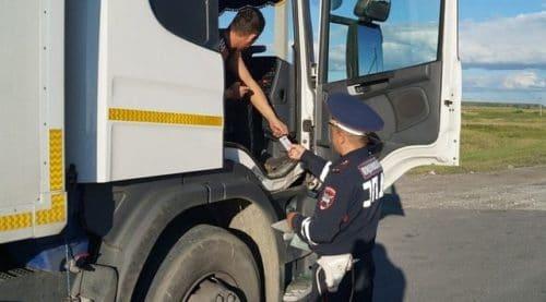 Сотрудник поста ГИБДД также обладает правом проверки актов дезинфекции авто